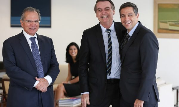 Bolsonaro dá posse a Roberto Campos Neto, novo presidente do Banco Central