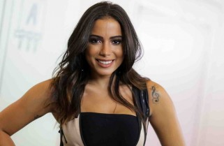 "Anitta ""recupera energias"" com hambúrguer e batata frita em after party"